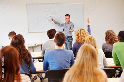 Fotografie, Obraz  Schüler meldet sich im Unterricht