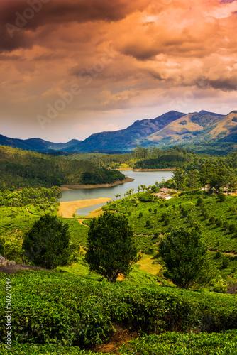 piekny-krajobraz-gory-i-rzeki-w-indiach