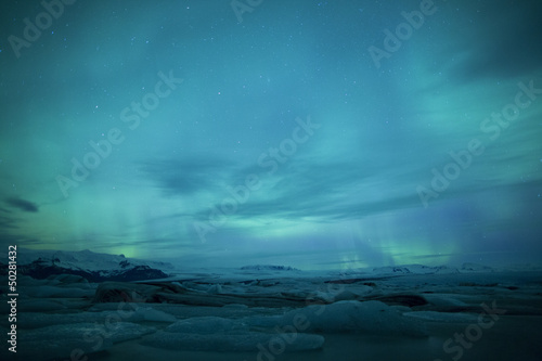 Poster Antarctique Northern lights above lagoon in Iceland