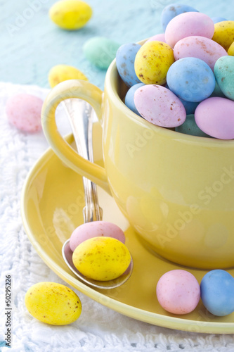 Foto-Tapete - Easter eggs in a yellow cup on wooden background (von Anna-Mari West)