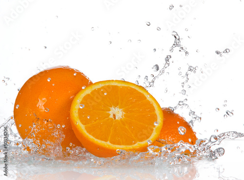 Spoed Foto op Canvas Opspattend water Orange fruits and Splashing water
