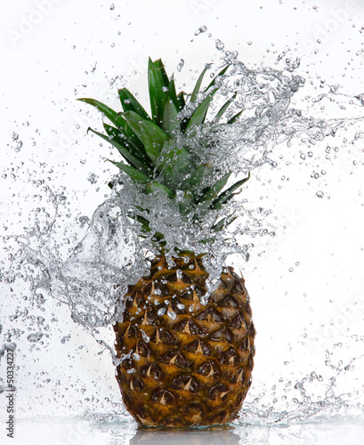 Spoed Foto op Canvas Opspattend water Pineapple with water splash isolated on white