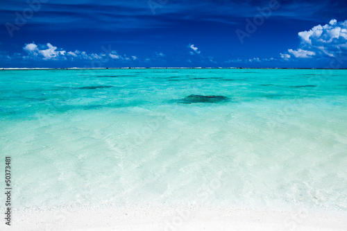 tropikalny-ocean-oraz-niebieskie-niebo