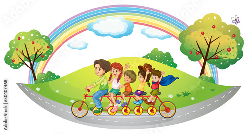 In de dag Regenboog Children riding in a bicycle