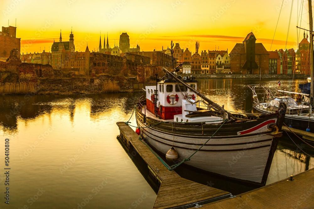Fototapety, obrazy: Gdańsk - historyczne polskie miasto o zachodzie słońca