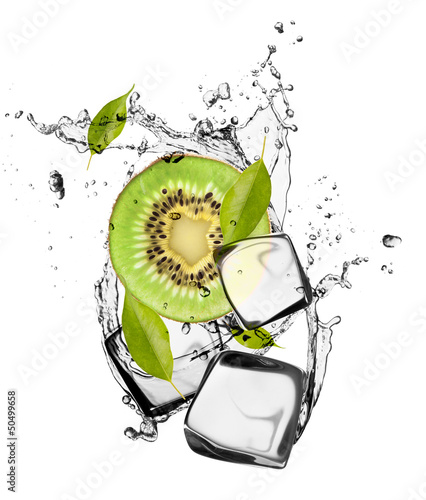 Spoed Foto op Canvas Opspattend water Kiwi with ice cubes, isolated on white background