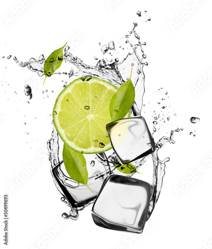 Spoed Foto op Canvas Opspattend water Lime with ice cubes, isolated on white background