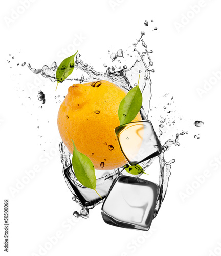 Poster Eclaboussures d eau Lemon with ice cubes, isolated on white background