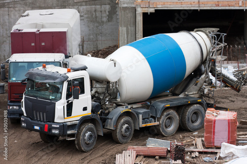 Fotografija  Cement mixer truck