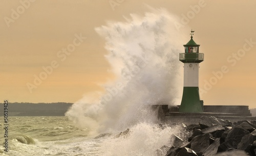 Photo sur Toile Phare Leuchtturm im Sturm