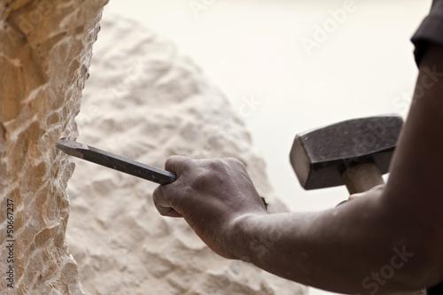 Fotografiet Bildhauer bei der Arbeit