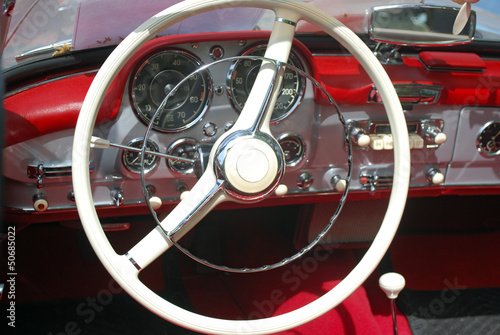 Photo Stands Old cars vintage car steeling wheel and dashboard