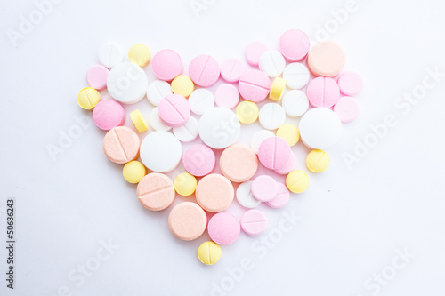 Valokuva  Drugs that are arranged in a heart shape