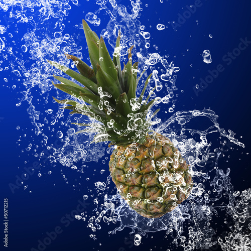 Poster Eclaboussures d eau Pineapple with water splash