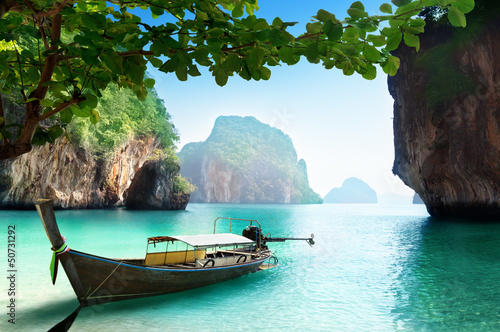 Tuinposter Zwart boat on small island in Thailand