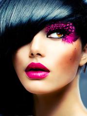 Fototapeta Do fryzjera Fashion Brunette Model Portrait. Hairstyle