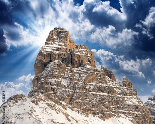 wspaniale-wloskie-alpy-krajobraz-o-zachodzie-slonca-w-zimie