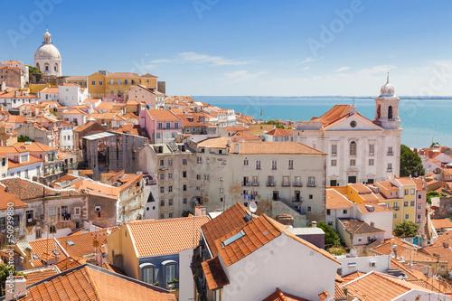 panoramiczny-widok-z-dachow-alfama-portugalia