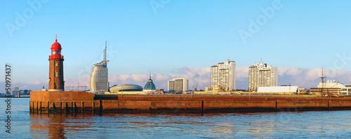 Foto auf AluDibond Stadt am Wasser Blick auf die Mole