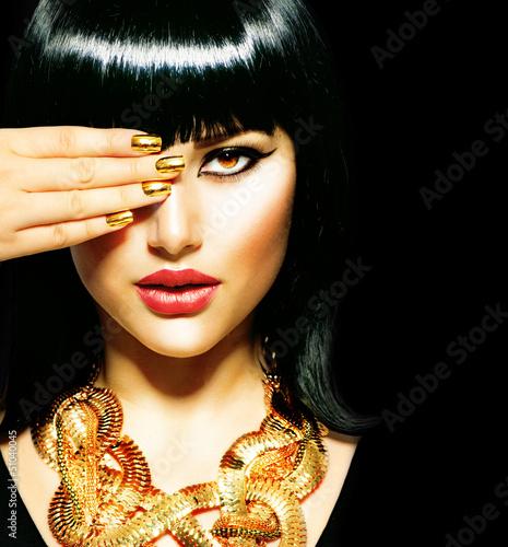 piekna-brunetka-egipski-woman-golden-accessories