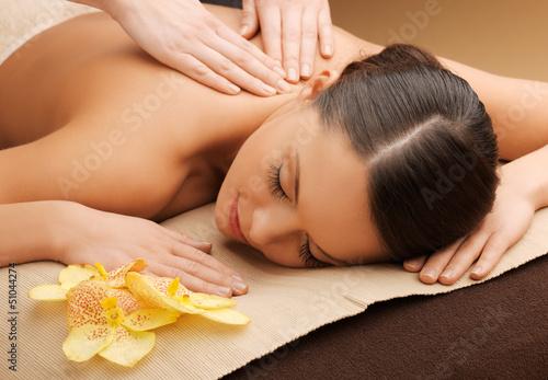 Plissee mit Motiv - woman in spa salon lying on the massage desk