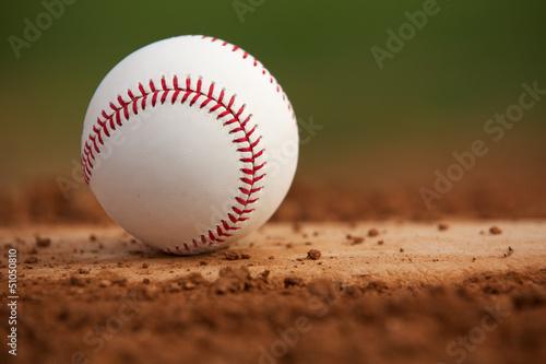 Fotografiet  Close Up Baseball on the Pitchers Mound
