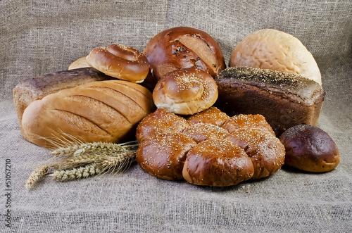 Deurstickers Bakkerij Assortment of baked goods lying on sacking