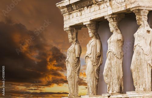 kariatydy-w-erechtejonie-od-atenskiego-akropolu-grecja