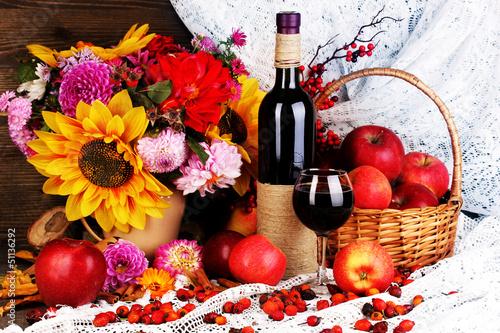 kolorowa-jesien-wciaz-zycie-z-jablkami-i-i-wina-zakonczeniem