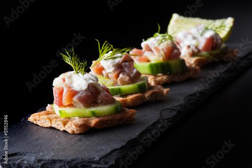 Recess Fitting Appetizer Knäckebrot mit Thunfisch