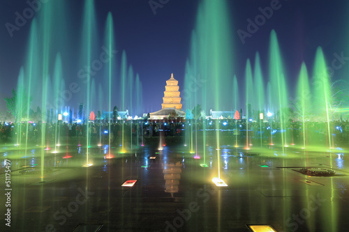 Cadres-photo bureau Fontaine xian at night, pagoda with fountains