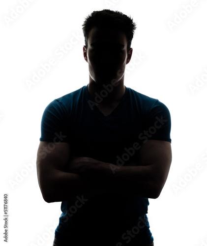 Fototapeta premium Męska postać w sylwetce patrzeje kamerę
