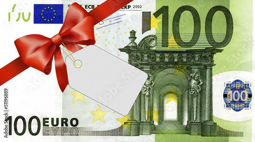 Fotografía  100 Euroschein mit rotem Band und Schleife mit Label
