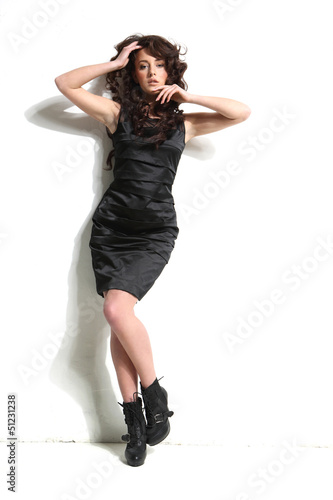 Obraz czarująca brunetka - fototapety do salonu