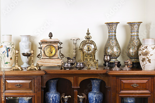 Photo Antique vases and clocks