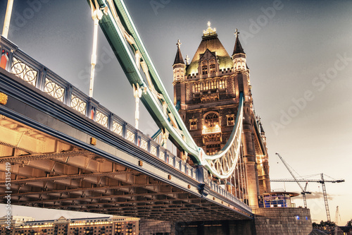tower-bridge-jesienia