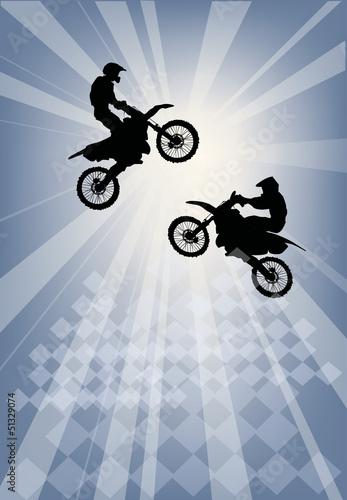 dwie-sylwetki-skoki-motocyklisty