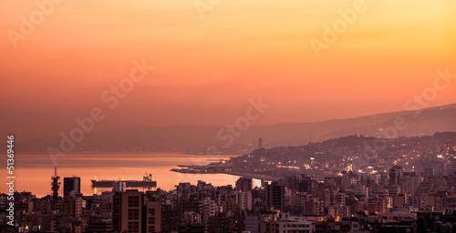 Foto auf Gartenposter Koralle Sunset on mountain city