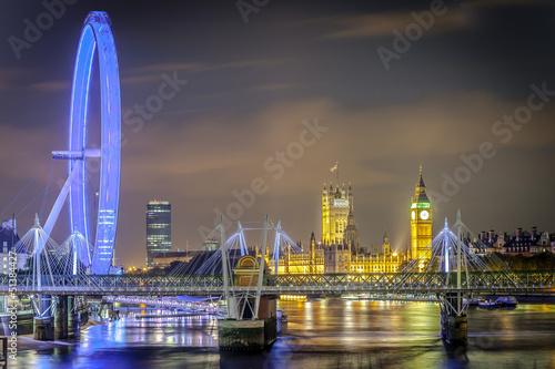 wieza-zegarowa-big-ben-i-budynek-parlamentu-w-westminster