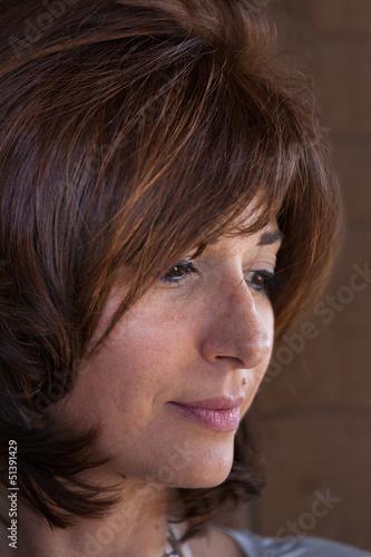 viso di donna di profilo