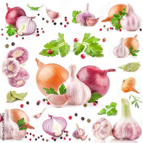 Fototapeta kuchenna Collection of garlic and onion with peppercorn isolated on white