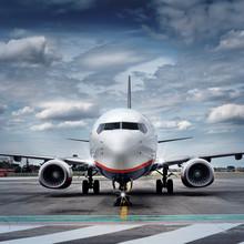 Flugzeug Auf Rollfeld Frontal - Airplane On Airport