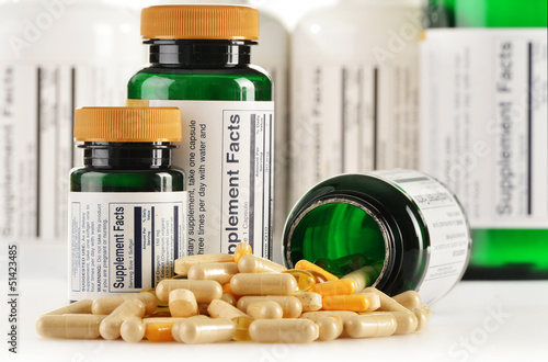 Fotografia  Composition with dietary supplement capsules. Drug pills