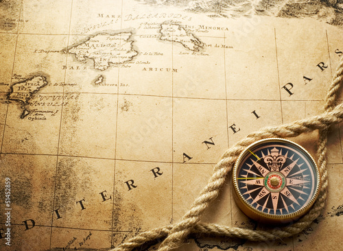 Tuinposter Schip compass on vintage map 1732