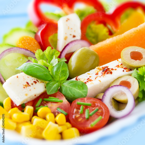 Fototapeta Mozzarella - Salat mit Chiliflocken und Melone obraz