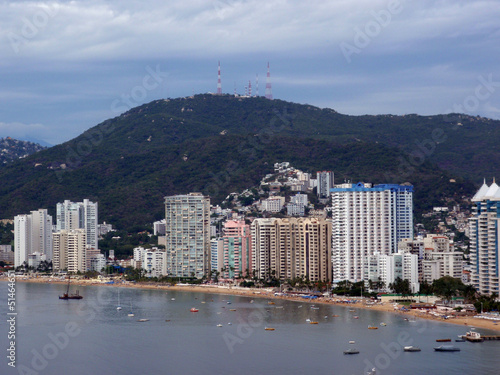 Fotografia, Obraz  Fancy Tall hotels line beach shore of Acapulco