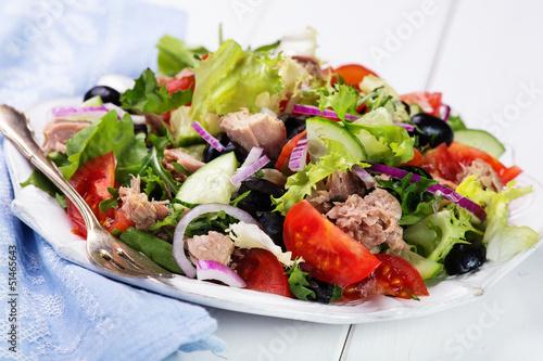 Fototapeta fresh vegetable salad with tuna obraz