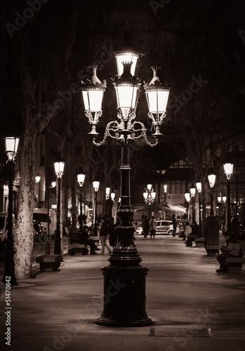 stara-latarnia-uliczna-w-miescie-barcelona