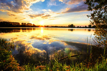 Atemberaubernder Sonnenuntergang Am See - Panorama