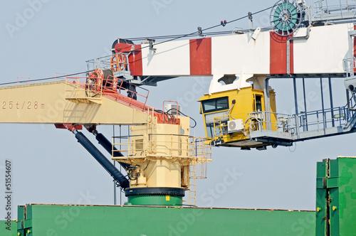 Photo crane ship